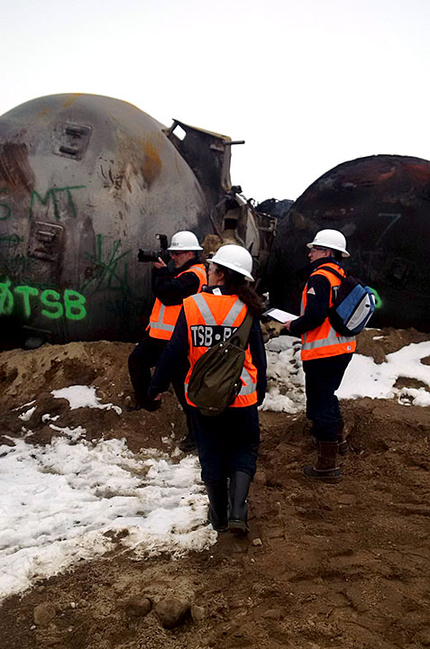 Image of TSB engineering Lab employees at derailment site